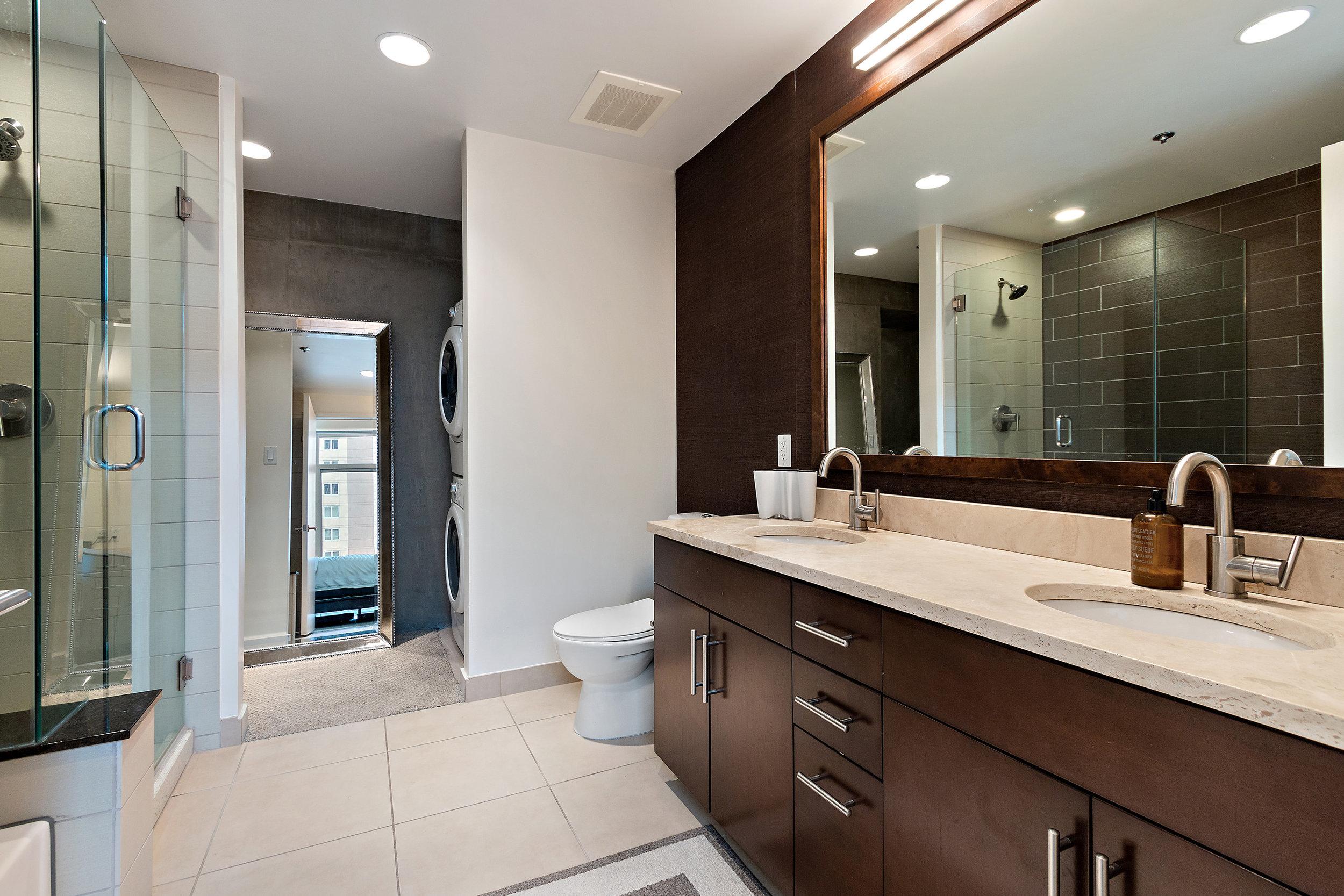 13 Spire 910 Master Bathroom.jpg