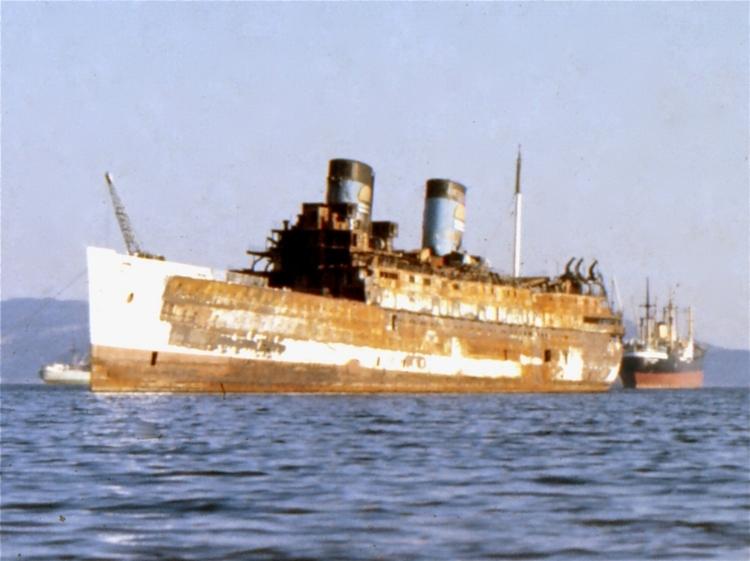 Courtesy Jim Shaw                Perama Bay, Greece 1977