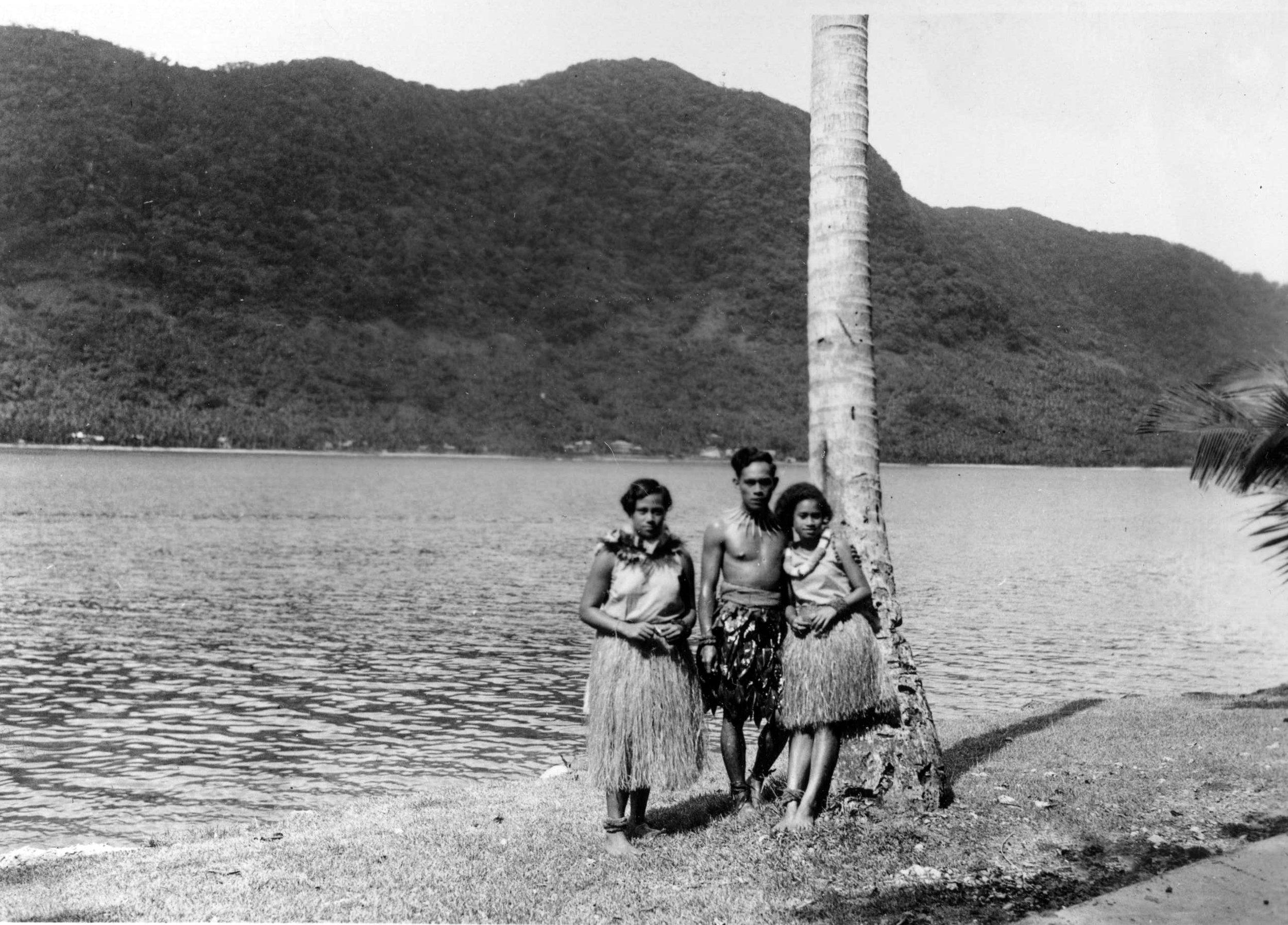 Local Samoan Dancers