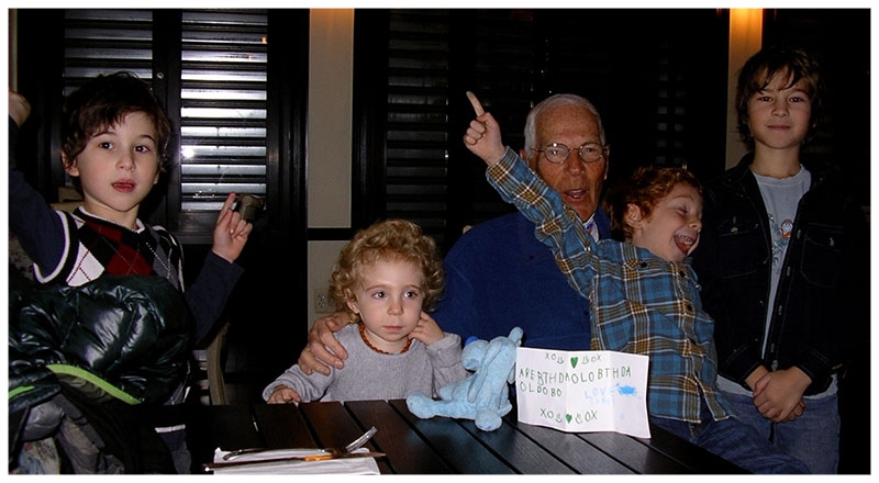 Ralph Perlberger with his 4 grandchildren
