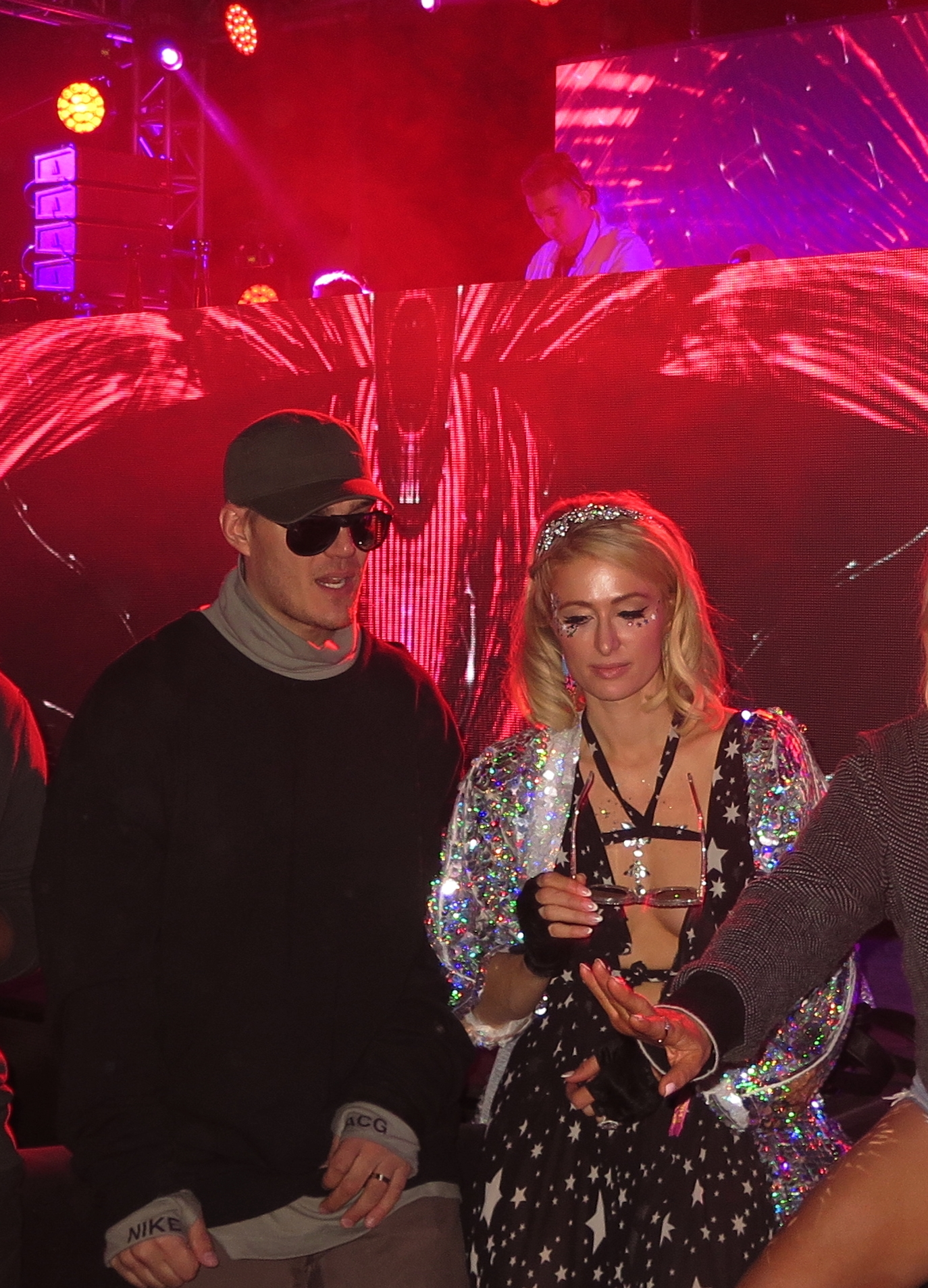 Paris Hilton  looked beautiful dancing with her fiancee  Chris Zylka  to  DJ Politik's  music behind her on stage.