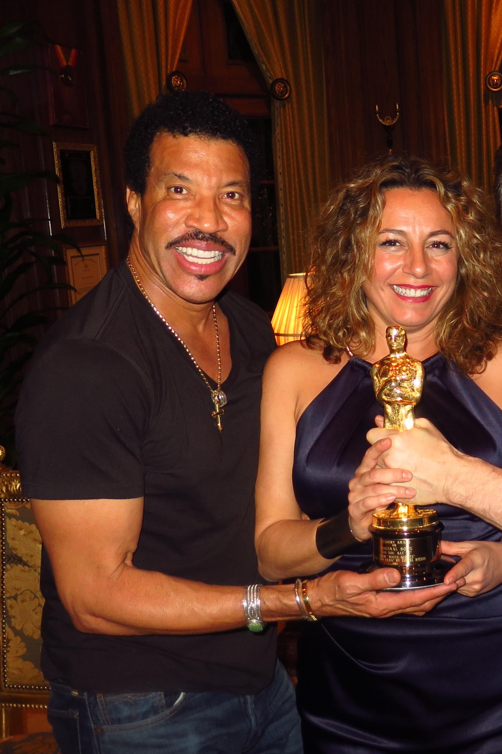 Lionel Richie Oscar.jpg