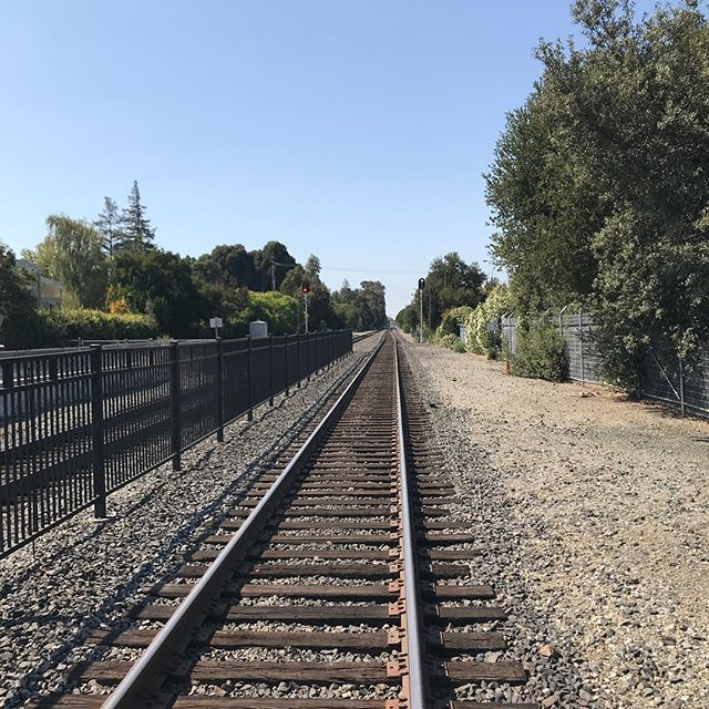 You're on the move, so lighten up a bit. #Vrypac #babybackpack #train #trains  #caltrain #paloalto #california #travelbag