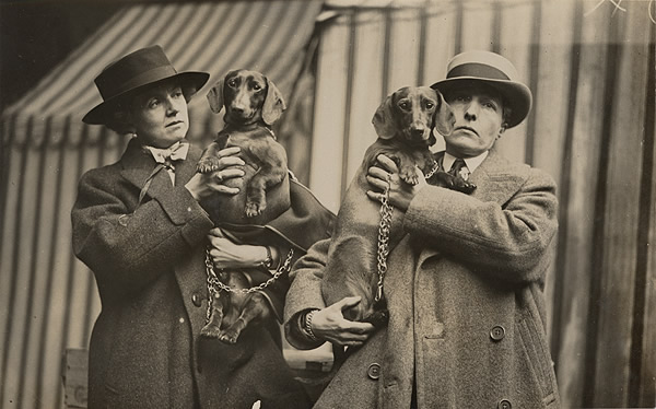 Author_Radclyffe_Hall,_left,_and_Lady_Una_Troubridge_with_their_dachshunds_at_Crufts_dog_show,_February_1923.jpg