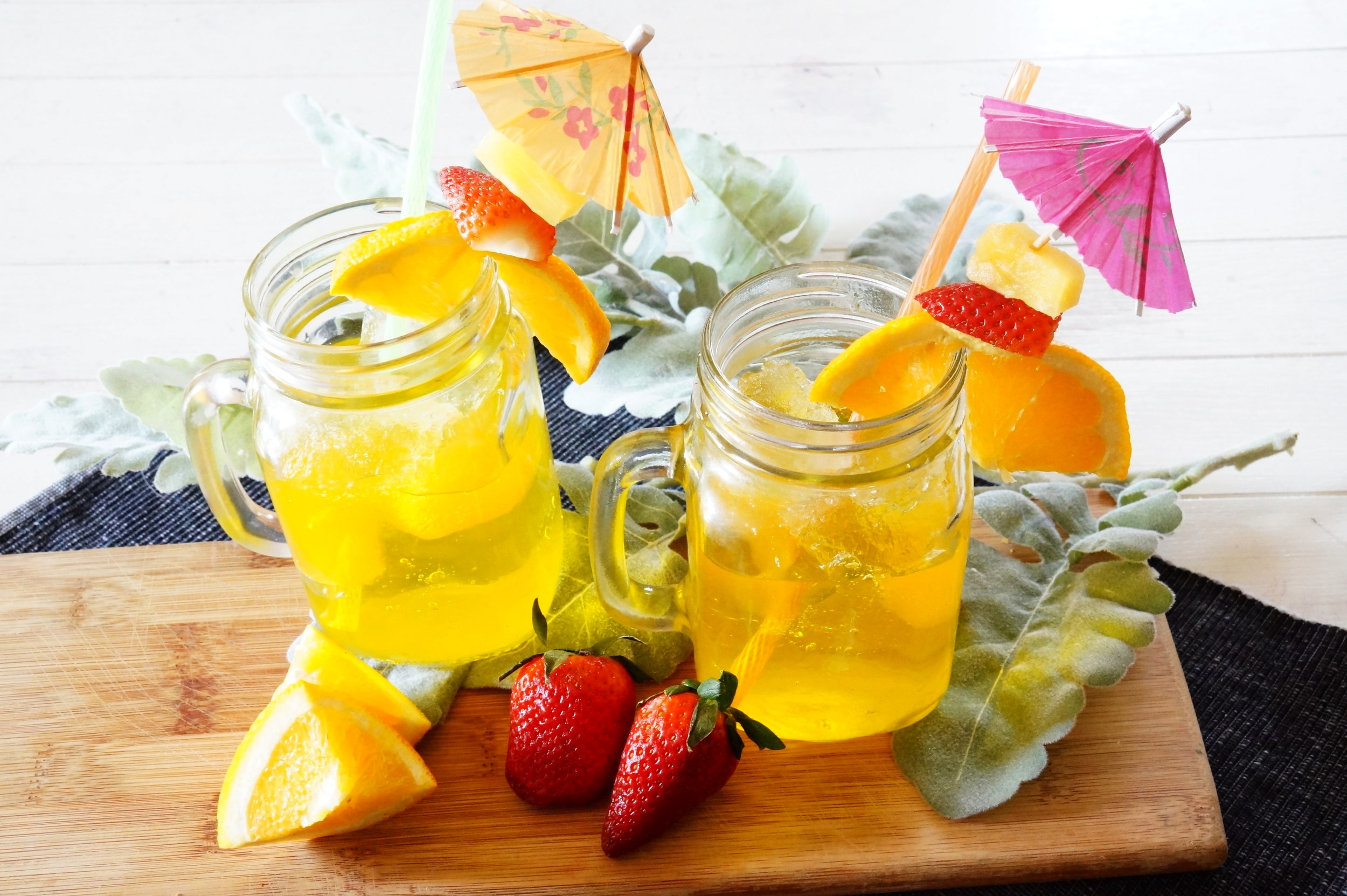 DIY April fool's prank, DIY April fool's drink, DIY prank drink, trick drink, fake fruity drink, undrinkable drink, DIY jello drink, kid friendly prank, fake tropical drink, fake ice, DIY fake ice,