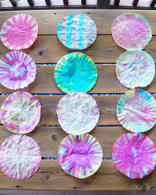DIY Tie Dye, DIY Tie Dye Paper Flowers, Tie Dye Coffee Filters, Paper Flowers with Coffee Filters, Food Dye Crafts, Tie Dye with Food Dye.