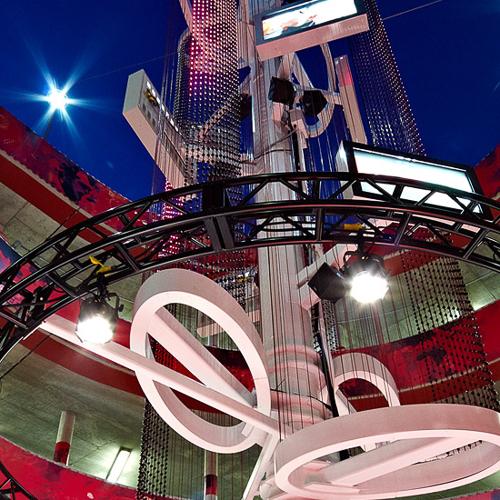 hy-vee-ramp-arrowhead-stadium-custom-flexiflex-71mm-panel-video-curves-indoor-rgb-lighting-10twelve.JPG