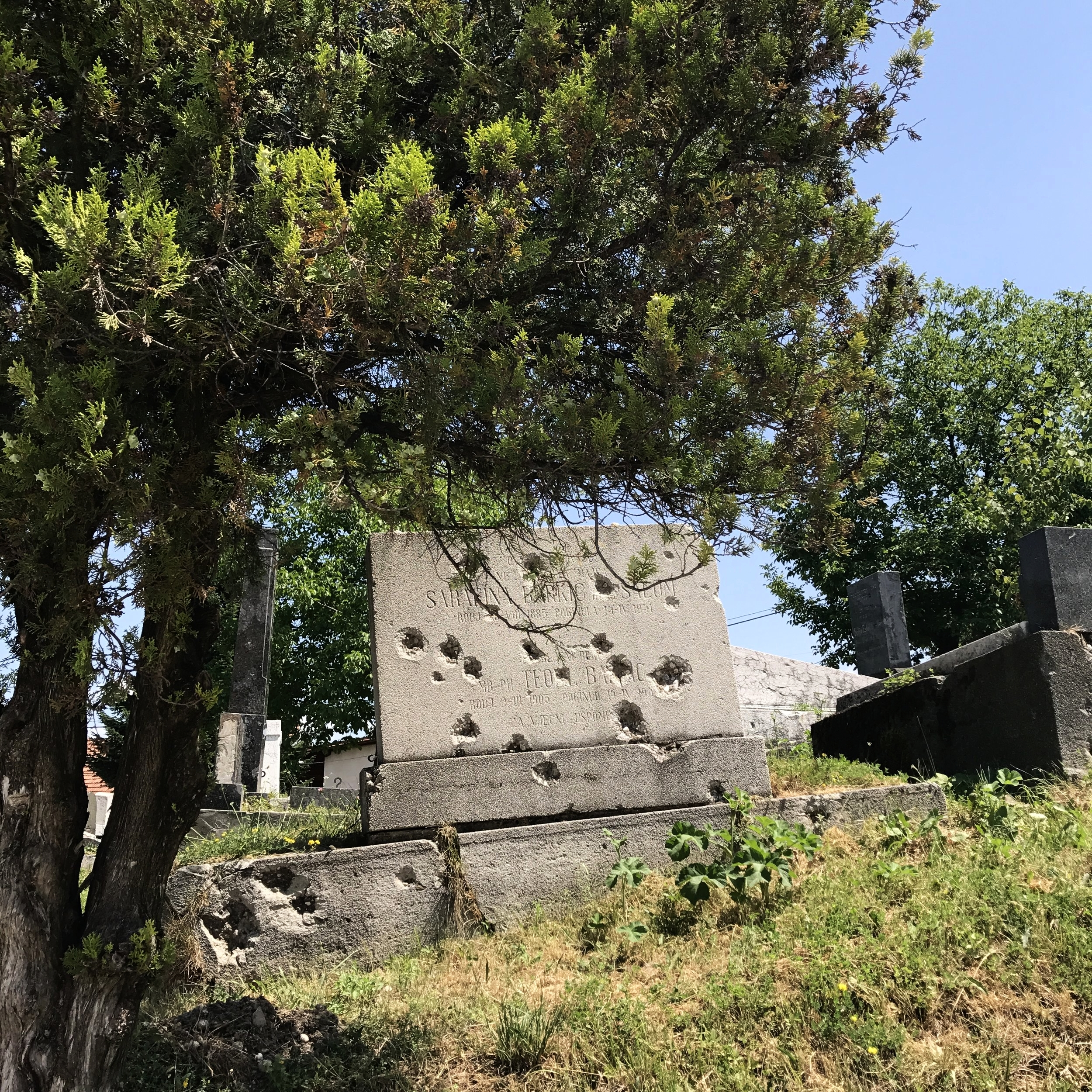 Bosnian Serb forces used Sarajevo's elevated Jewish cemetery, the second largest in Europe, to fire onto the people of Sarajevo during the siege.