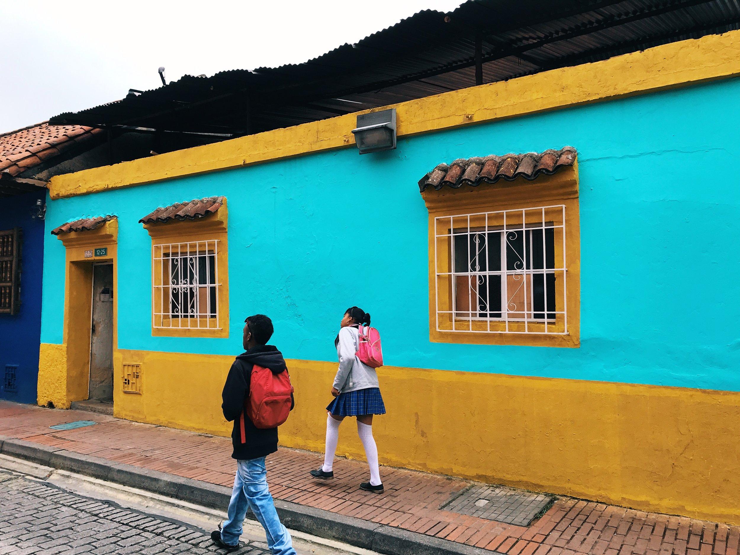 Kids walking to school in Candelaria.