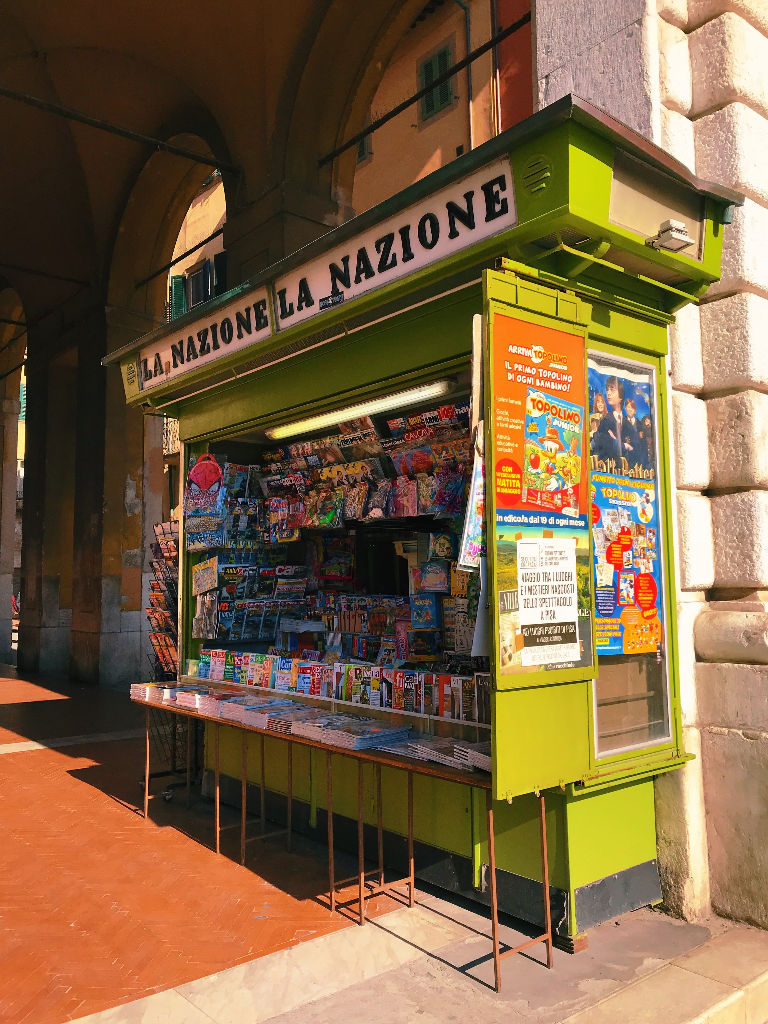 Typical newsstand, or  edicola , where you can purchase magazines, as well as bus tickets.