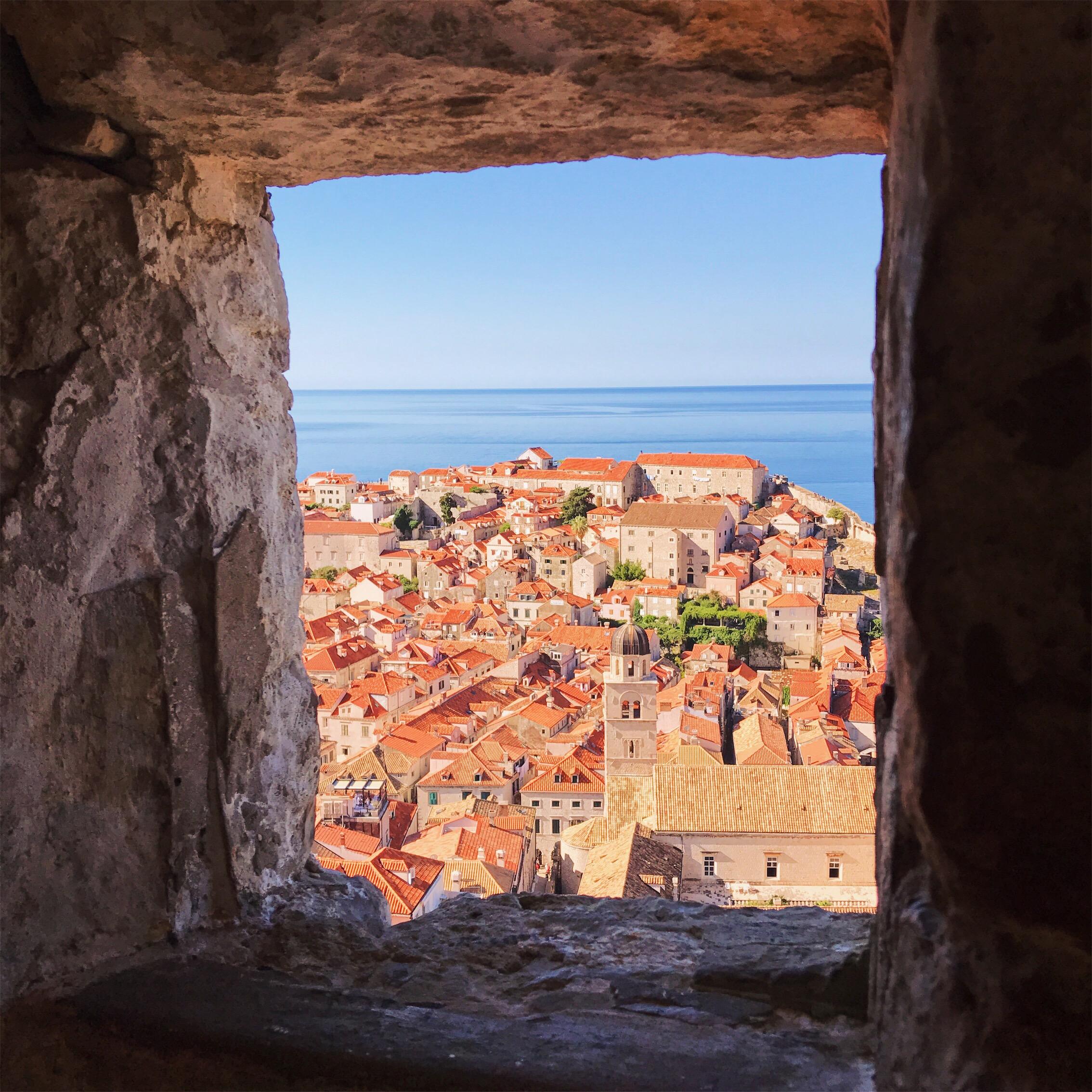 Hrvatska - Page 3 Dubrovnik+Croatia+ocean+view+and+orange+roofs