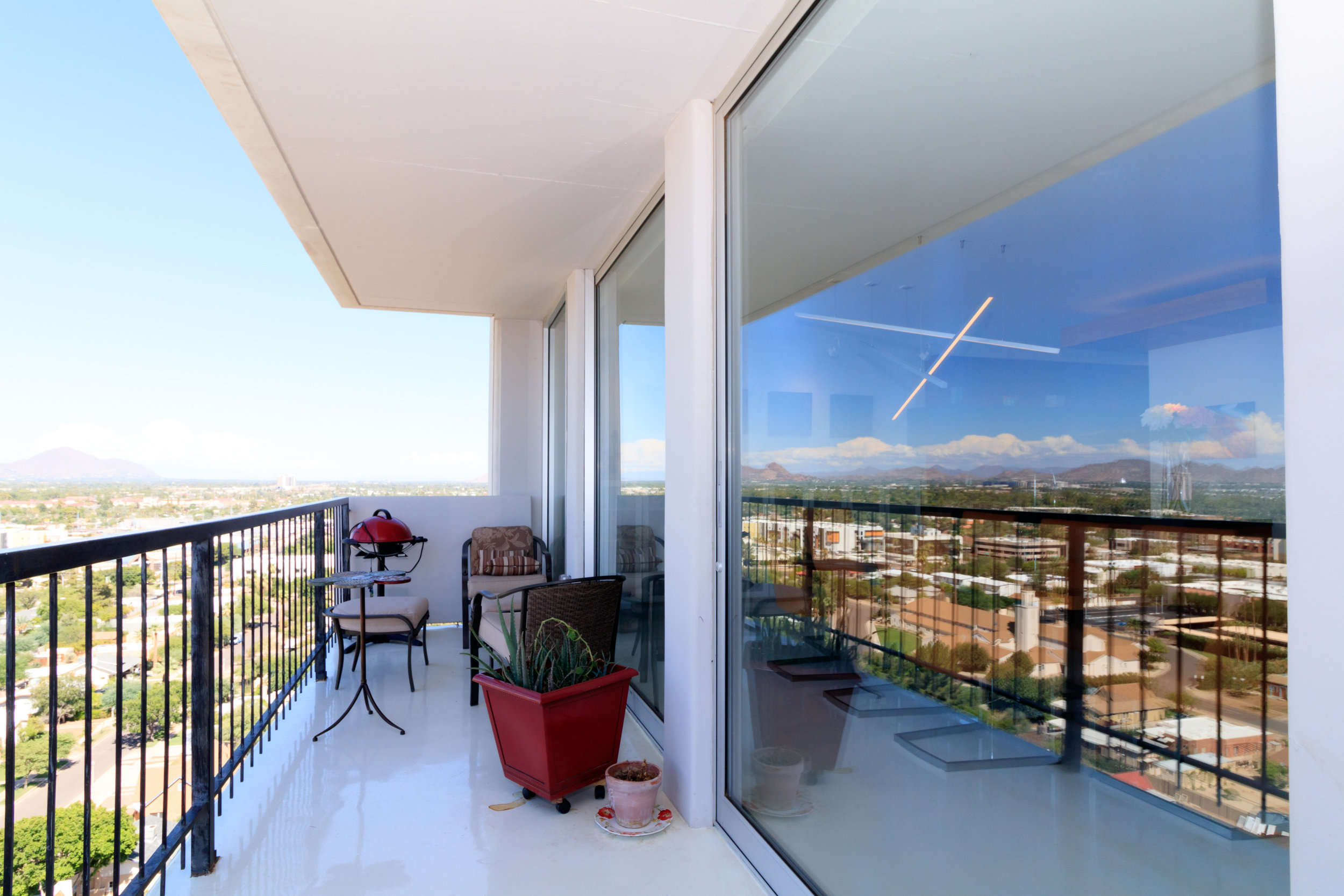 Regency on Central - This 22-story Central Avenue high-rise offers spectacular views of the entire valley. Built in 1964, Regency is in the heart of Midtown.