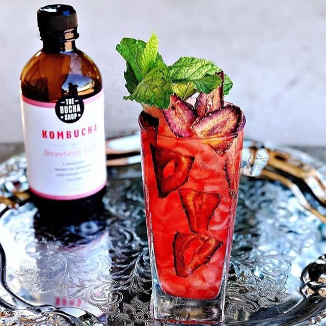 It's #cocktail o'clock!! 🍹 try this delicious recipe from @the_margarita_mum 😋 #kombuchacocktails #boochlife #booch #strawberry #kombucha #thebuchashop