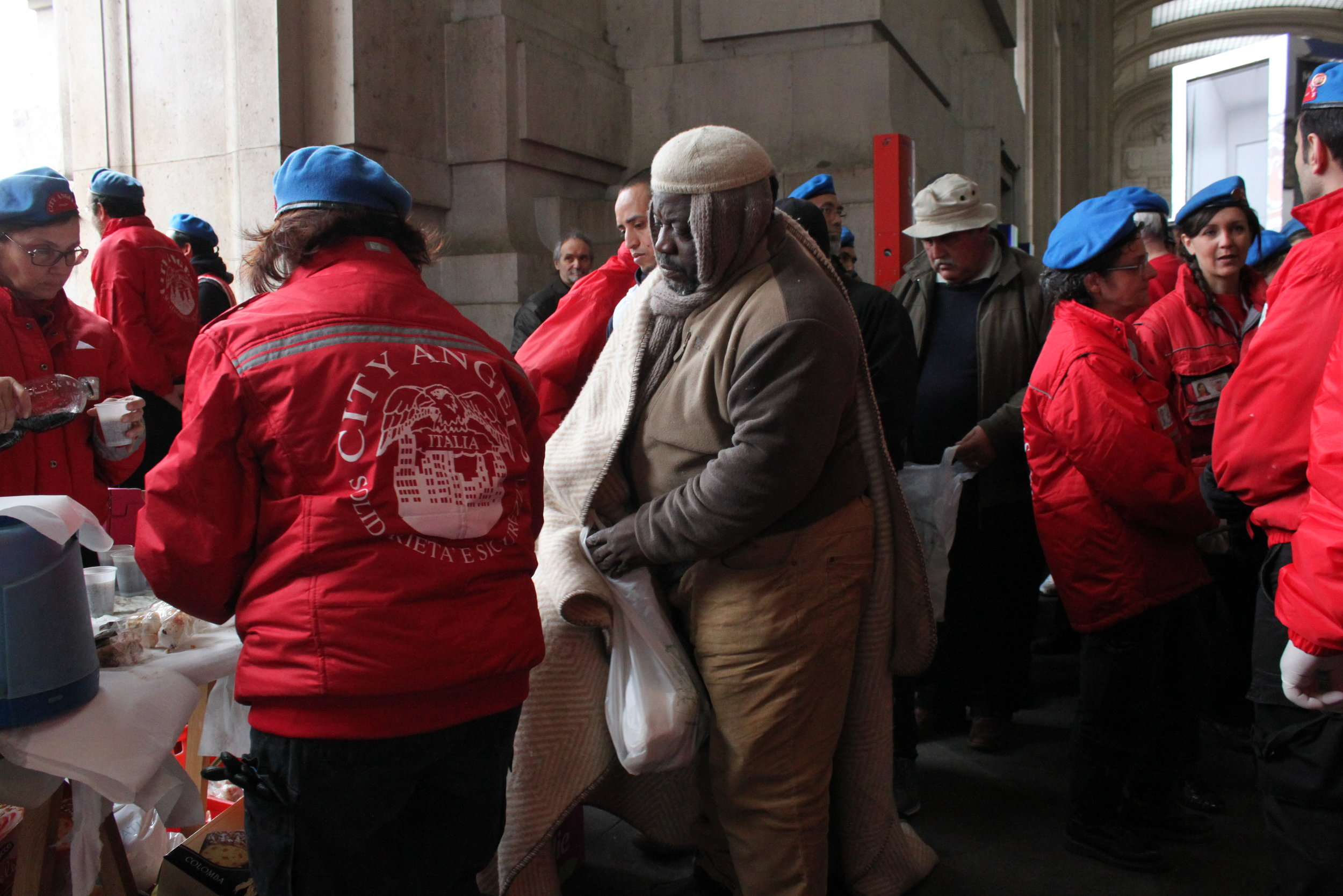 City_Angels_help_the_homeless_in_Milan_Central_Station.JPG