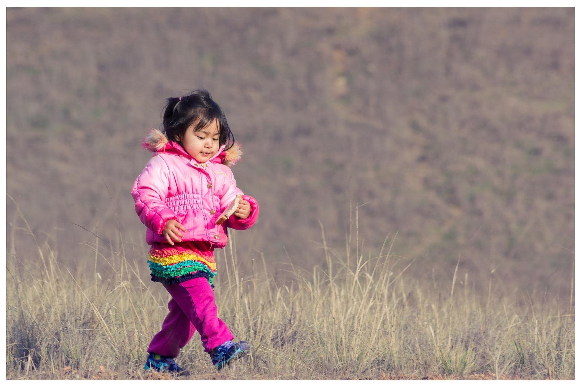 walking- girl591202_1920.jpg
