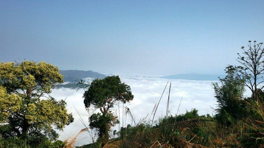 Scenic view above cloud at Doi Pangkhon.jpg