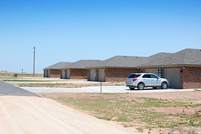 outside units zoomed, DSC_0621, Bob Lindsey, J38.jpg