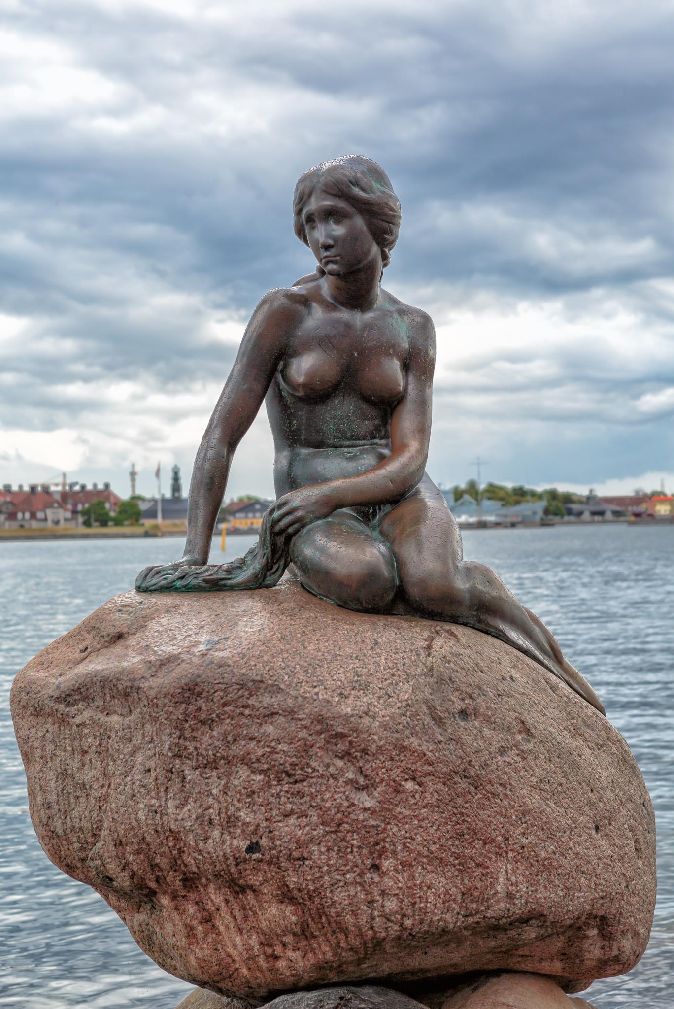 Copenhagen_-_the_little_mermaid_statue_-_2013.jpg