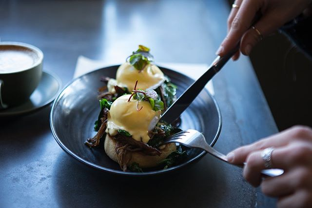 How do you like your eggs benny? Beef brisket or smoked salmon? . . . . . . . . 📸 @rochellefisherphotography  #theoriginalbrüger #eggsbenedict #eggsbenny #eggporn #breakfast #foodie #foodlover #brunch #hollandaise #beefbrisket #brisket #pulledbeefbrisket #smokedsalmon #salmon #wefo #footscrayeats #westfootscray
