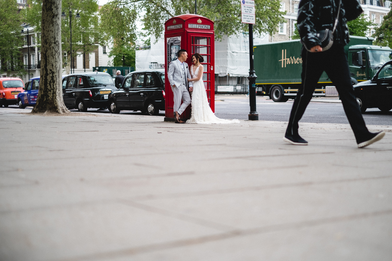 London pre-wedding photos - telephone box