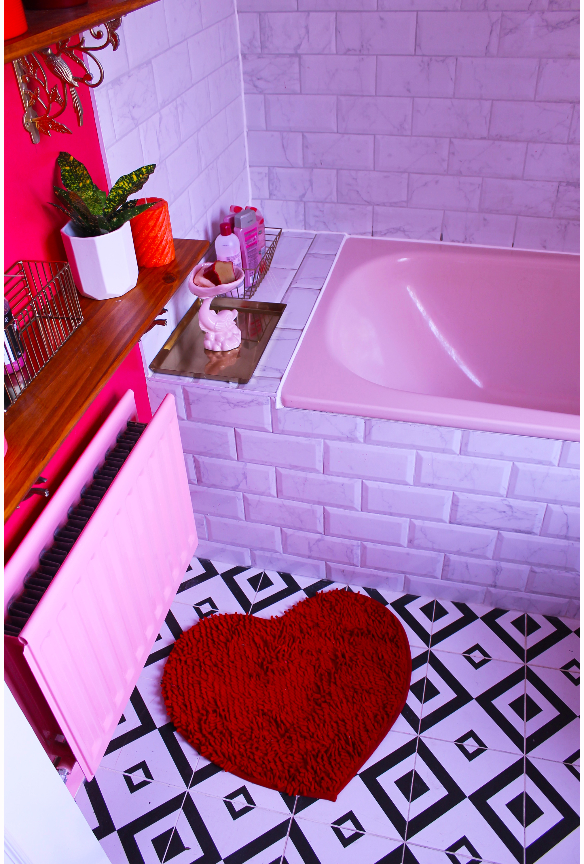 Bathroom Rug w border.jpg