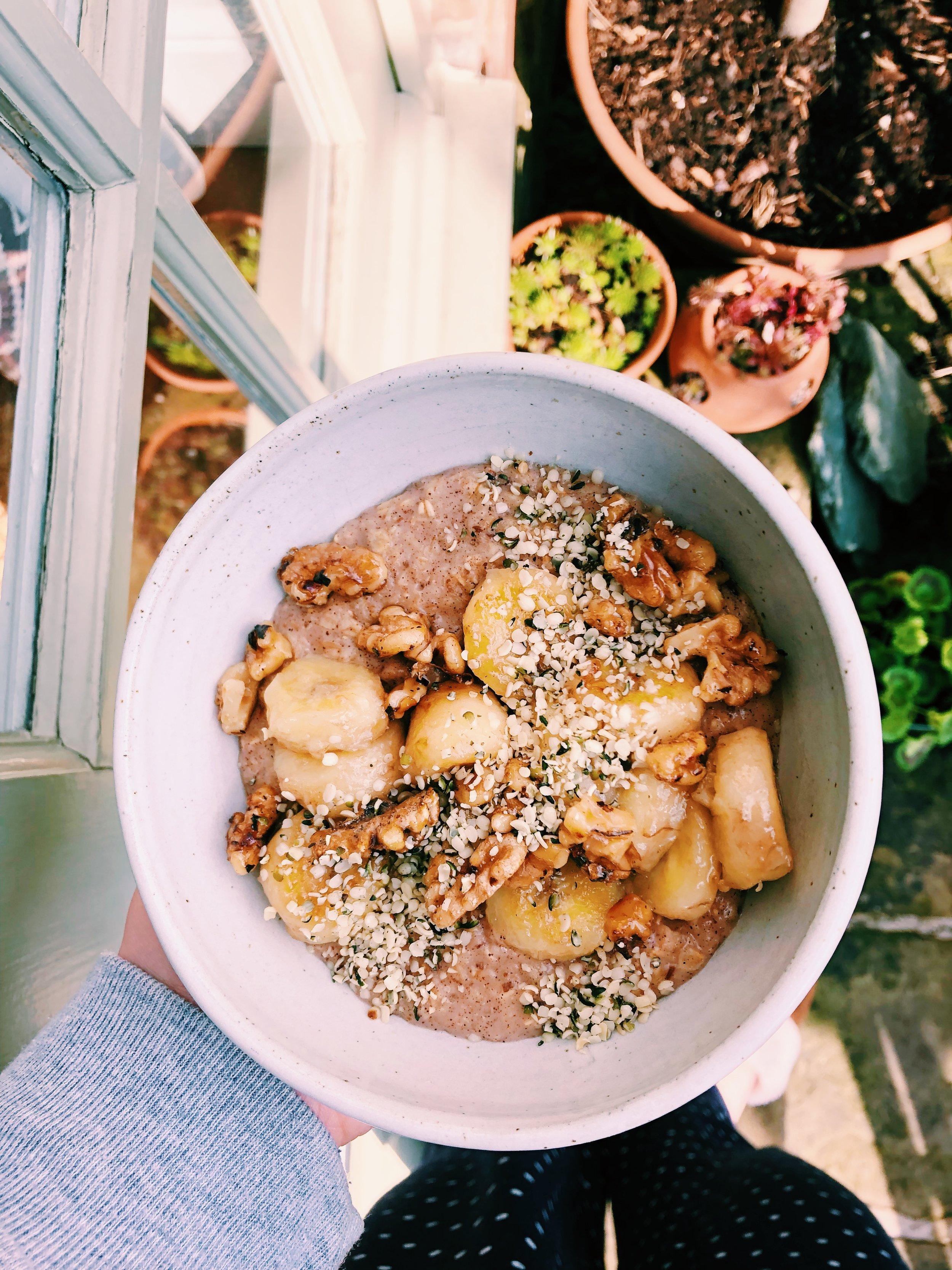 Cinnamon Porridge with Candied Walnuts and Fried Banana