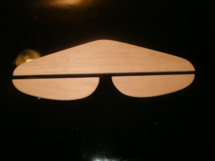 modellbau-flugzeug-teile.jpg