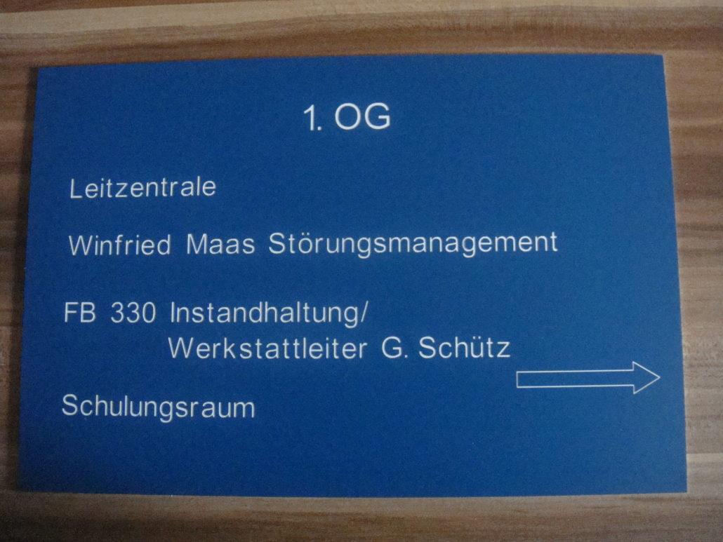 hinweisschilder-gravieren-aus-kunststoff-1030x773.jpg