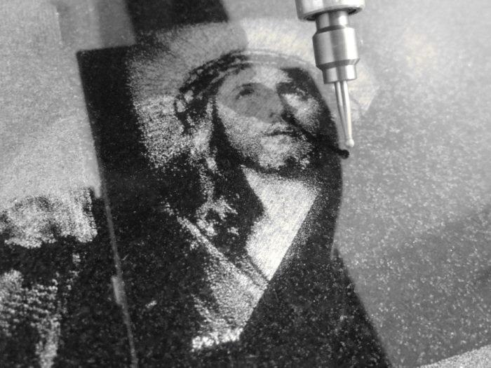 fotogravur-jesus-granit.jpg