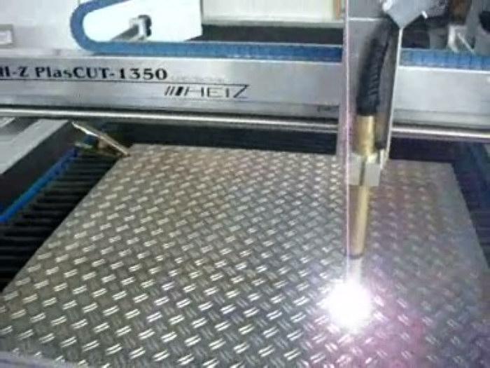 aluminium-riffelblech-plasmaschneiden.jpg