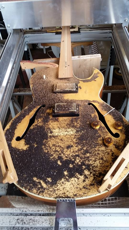 cnc-gitarre-fraesen.jpg