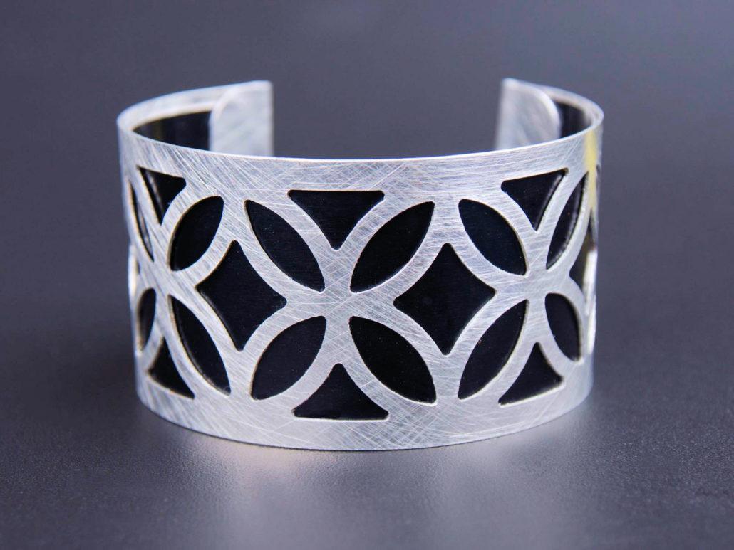 custom-armreifen-aluminium-style-1030x773.jpg