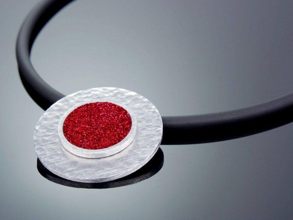 fertige-alu-halskette-mit-lederkette-1030x773.jpg