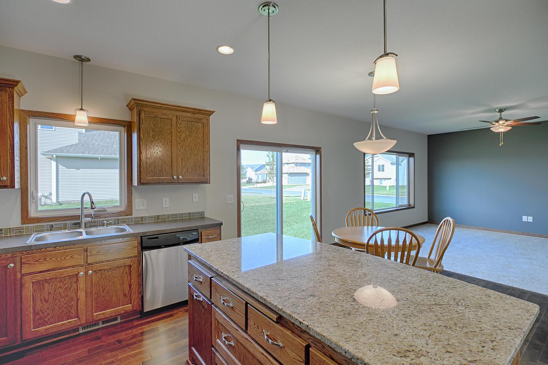 6552 145th Bay N Hugo MN 55038-large-013-Kitchen-1500x1000-72dpi.jpg