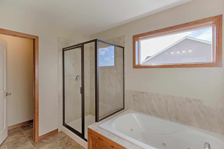6552 145th Bay N Hugo MN 55038-large-031-Master Bath-1500x999-72dpi.jpg
