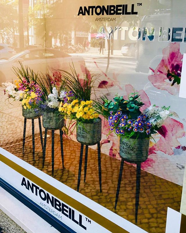 Flower obsessed 💥#windowdisplay #antonbeillhaircare #antonbeill