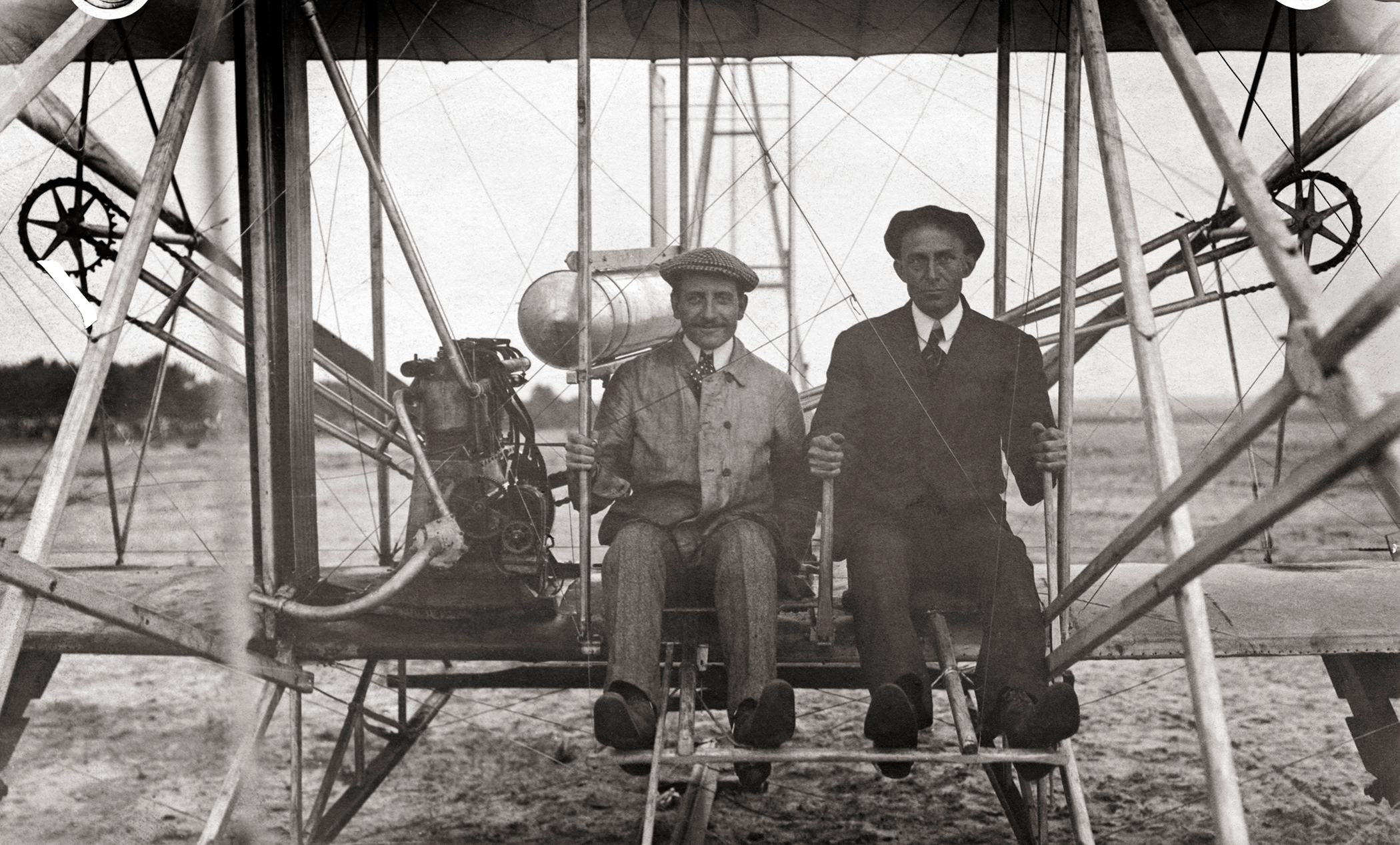 Fractrade celebrates the Presidential Proclamation on Wright Brothers Day, 2018. On December 17, 1903, two American brothers from Dayton, Ohio,   Orville   and   Wilbur   Wright, launched the first manned, powered flight on a windy beach in   Kitty   Hawk, North   Carolina  .