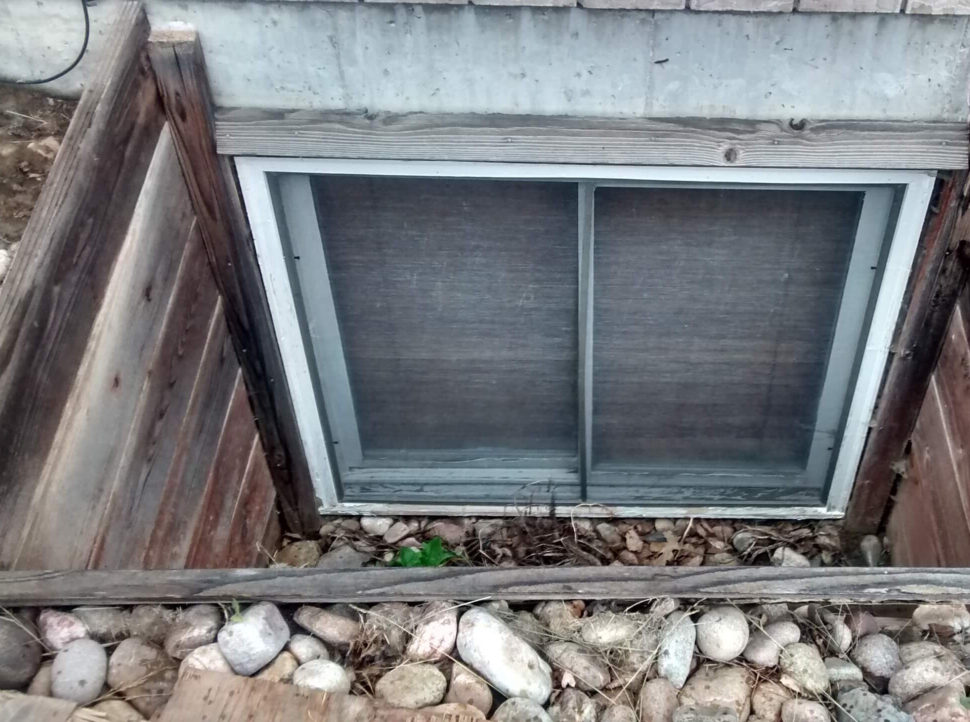 5 old window well replacement before copy.jpg