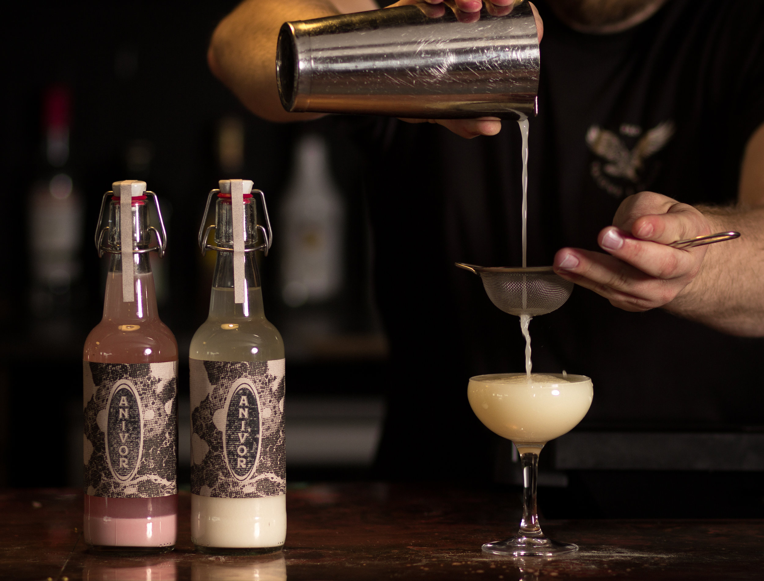 cocktail_pouring