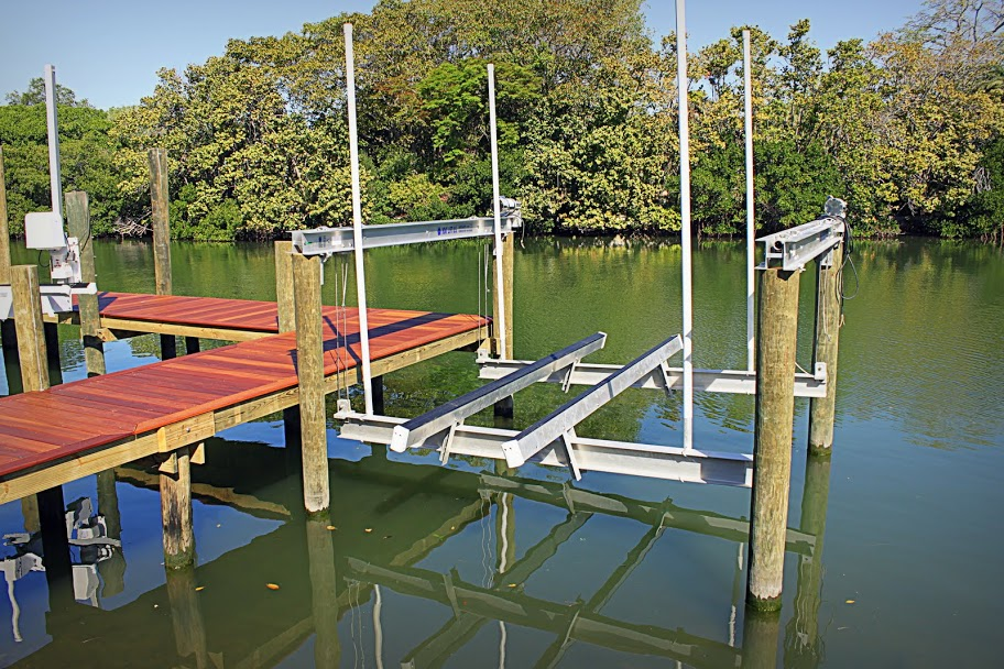 splash marine construction boat lifts