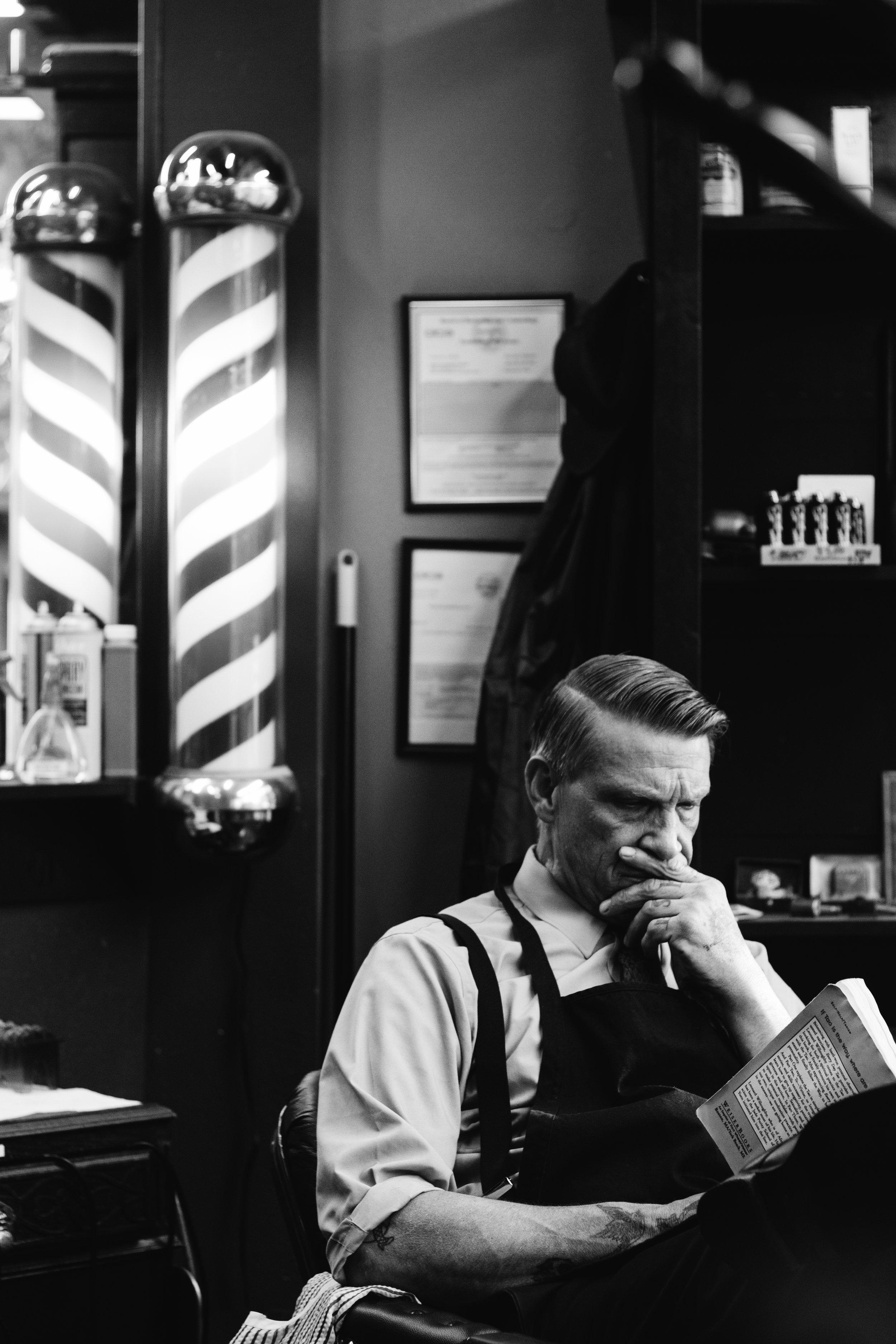Mikes Barber Shop, CA