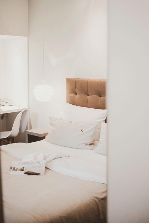 zarah-leander-suite-einrichtung-bett.png