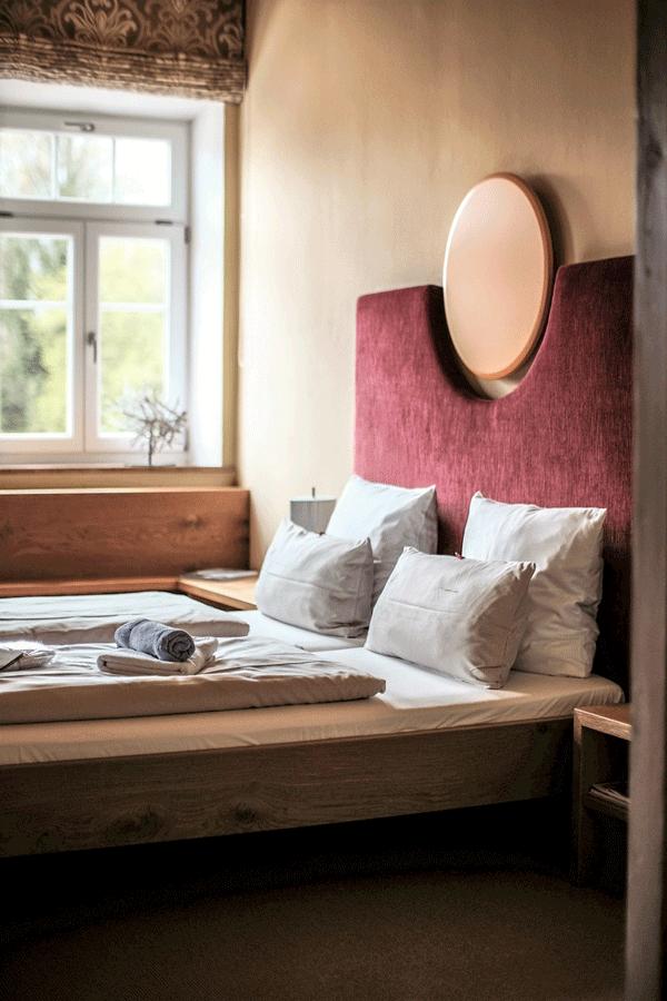 alpine-lodge-design-suite-rustikal-gemuetlich.png
