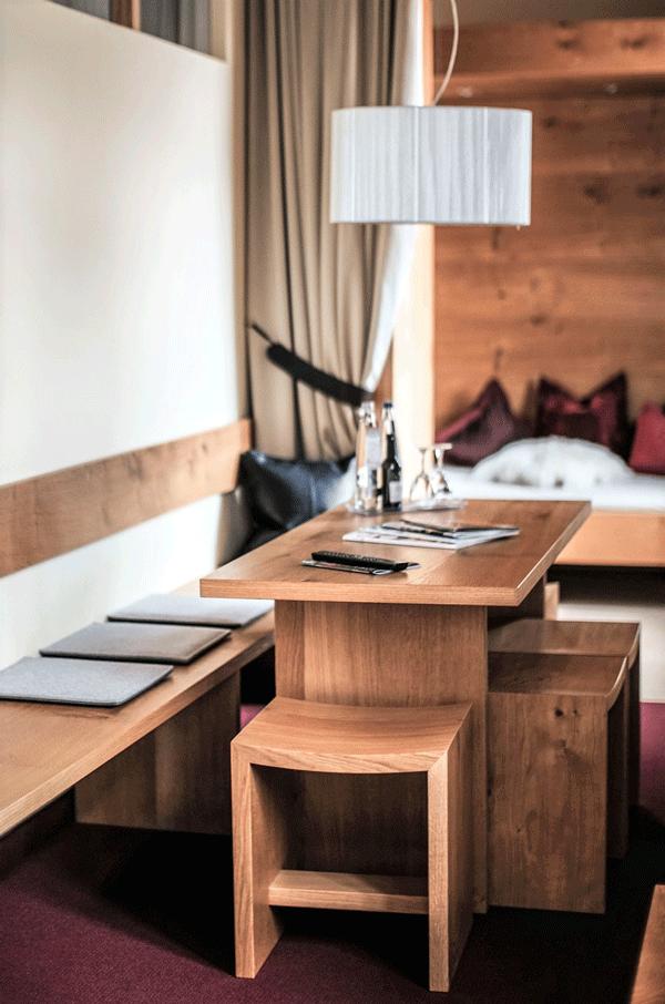 alpine-lodge-design-suite-wohn-bereich.png