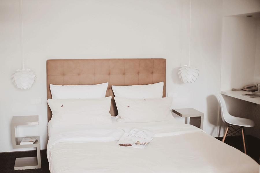 zarah-leander-suite-interior-design-bett.png