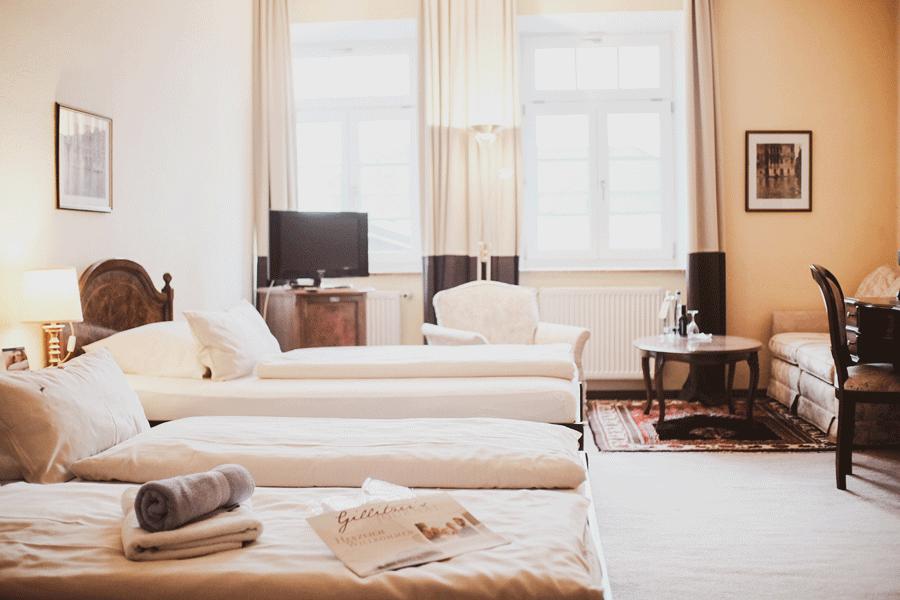 junior-suite-wohnraum.png