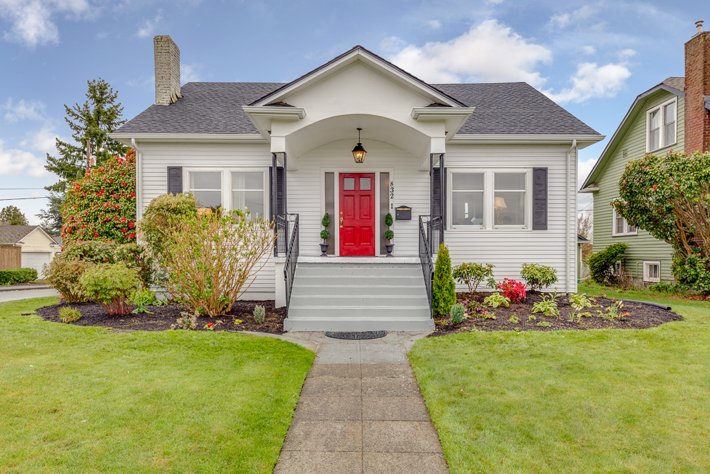 832 hoyt Avenue - Everett, WA // SOLD