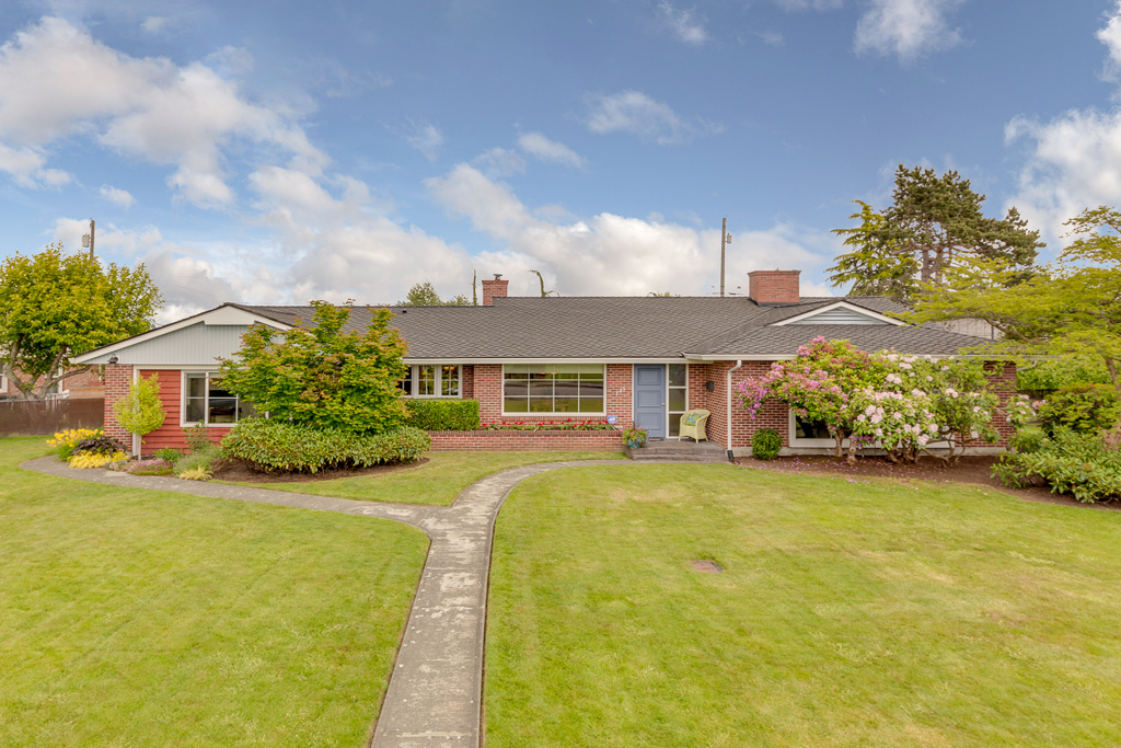 725 rucker Avenue - Everett, WA // SOLD