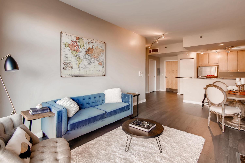 600 W Drummond 314 Chicago IL-large-006-4-Living Room-1500x1000-72dpi.jpg