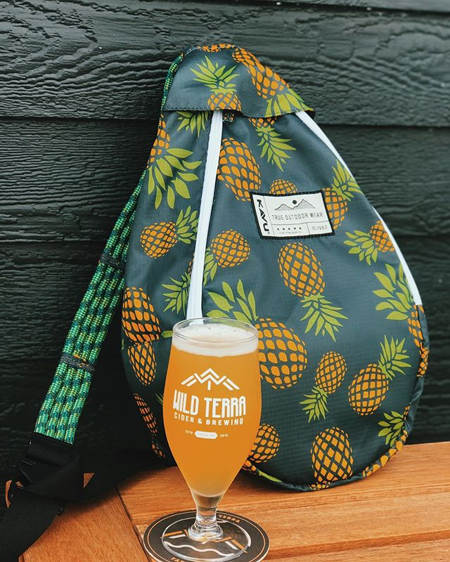 Hop Heads and Slackers listen up!  First of Three Friday Release✖️SlackPacker DDH Pineapple Cider🌞🌞 —See below for giveaway —👇🏻 This new style fermented with fresh pineapple and double dry hopped with Willamette + Mandarina Bavaria hops. This deliciousness drinks juicy, fruit forward, notes of citrus, pine, tangerine and of course pineapple. .............We partnered with our friends at @outermostlayer to giveaway this Kavu Cooler Bag, comment below your favorite place to pack in a cold one🏕🏕🏕🏕🏕🏕🏕Tag a friend & they could win too